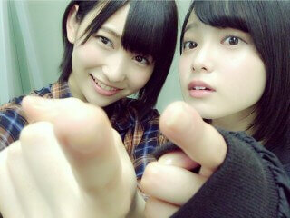 志田愛佳(左)と平手友梨奈(右)